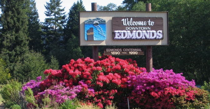Welcome to Downtown Edmonds sign on Edmonds Way